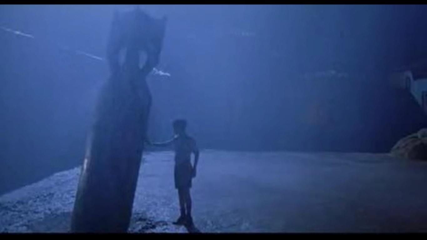 The Devils Backbone (2001)